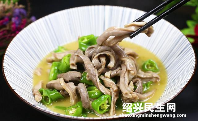 猪肚不要只会熬汤了,饭店大厨教你青椒焖猪肚,脆嫩鲜美特别好吃