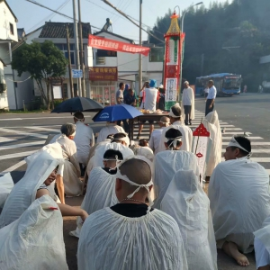 参加过抗美;朝鲜战争解放绍兴!老复员军人在车头村悼念